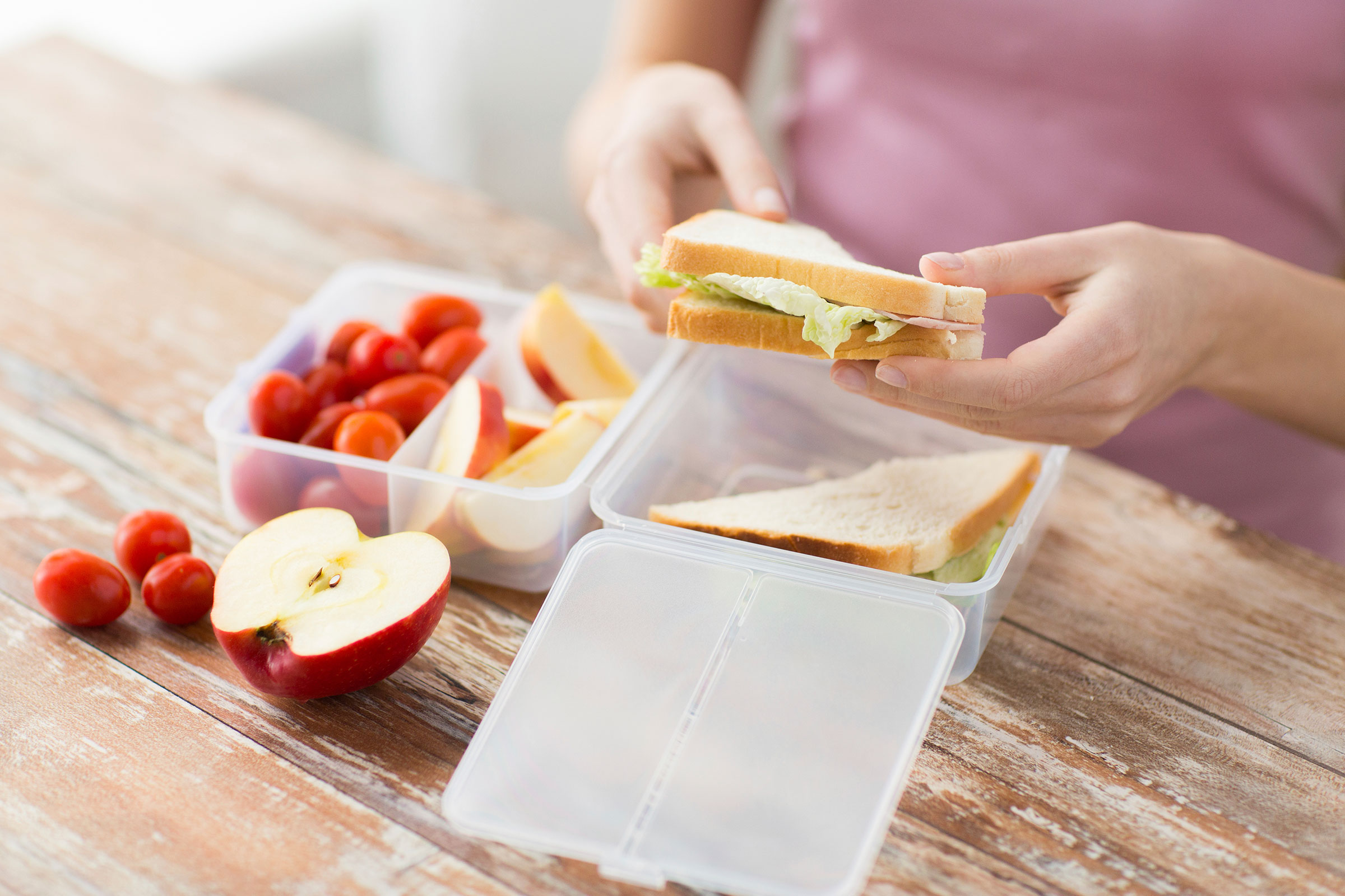 08-9-ways-to-become-a-morning-person-prep-lunch